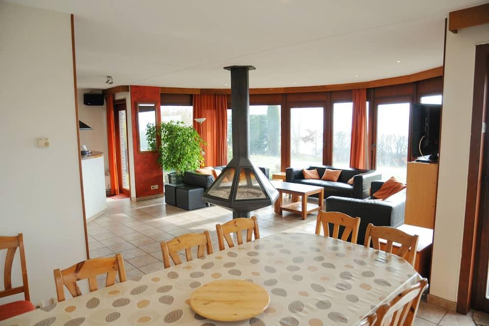 Familjehus - 4 sovrum - privat pool - Matservice på rummet