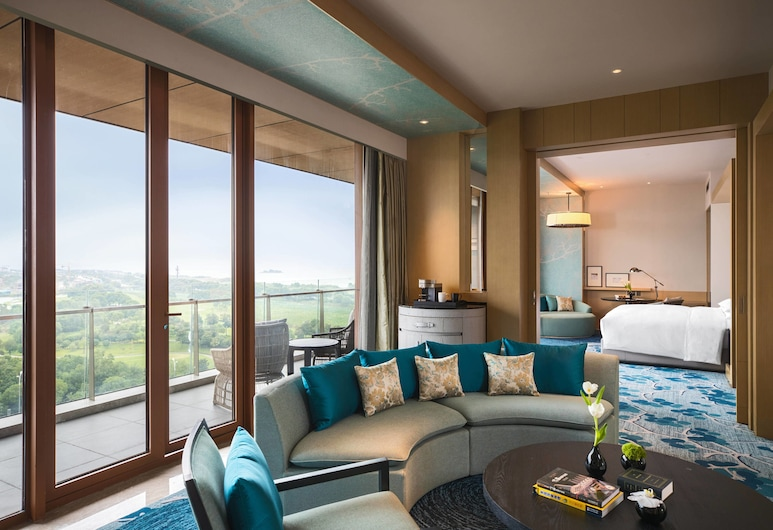 Renaissance Suzhou Taihu Lake Hotel, Suzhou, Suite, 1 Bedroom, Balcony, Mountain View, Guest Room