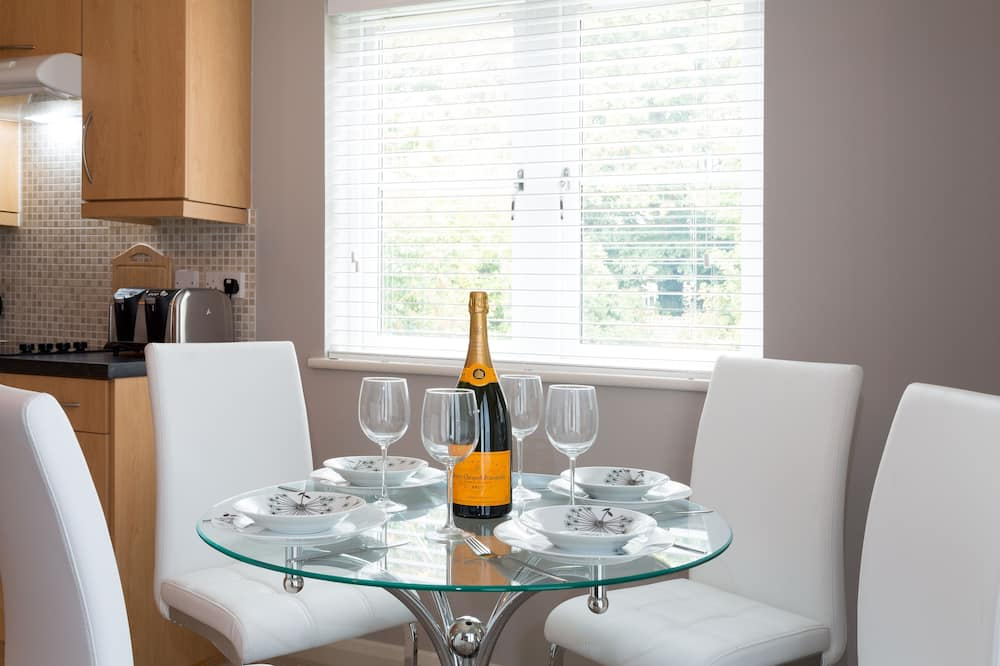Apartment, 2 Bedrooms (No. 8, First Floor) - In-Room Dining