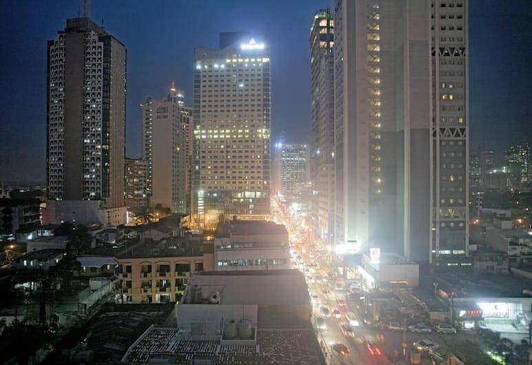St Giles Makati, Makati, Skats no viesnīcas