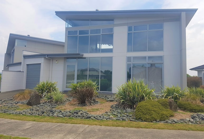 Close To The Lake, Taupo, Front of property