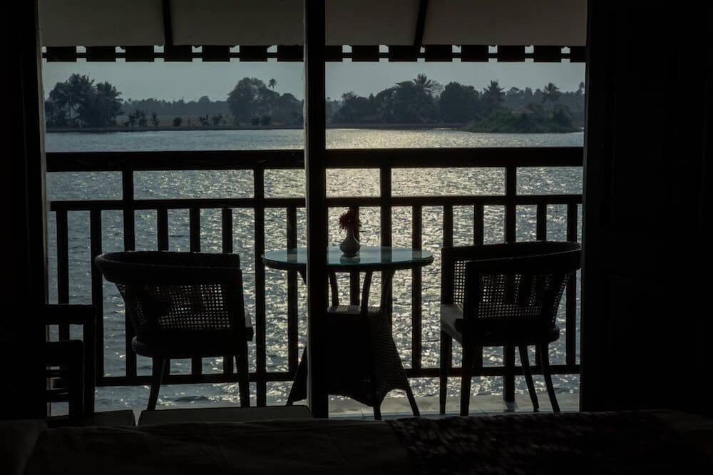 Deluxe Double Room, 1 Queen Bed, Accessible, Lake View - Balcony