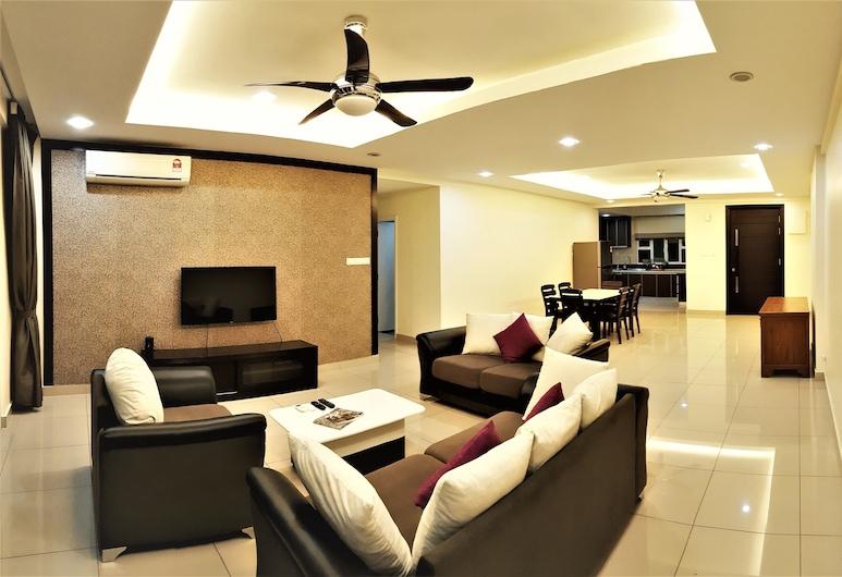 Summerton Luxury Suites By D Imperio Homestay, George Town, Summerton Luxury 4 Bedroom Suite, Living Room
