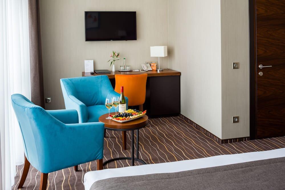 Pokój dwuosobowy z 1 lub 2 łóżkami typu Deluxe, widok na miasto - Wyżywienie w pokoju