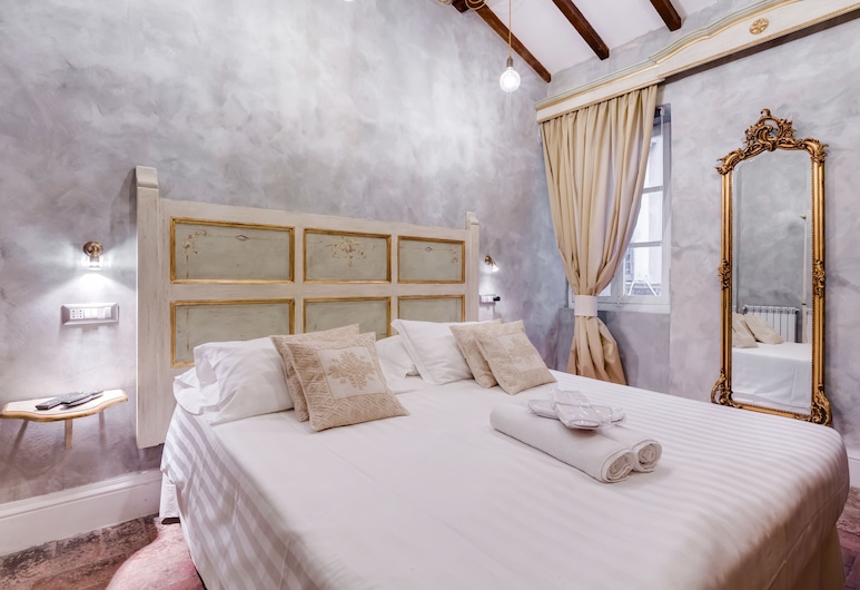 Colonna Suite - Spanish Steps Suite & Spa, Rome, Apartment, 1 Bedroom, Jetted Tub (Vicolo delle Orsoline 21), Room