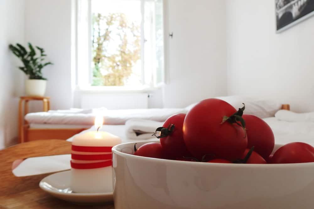 Comfort Apartment, 1 Bedroom (Apt 4) - In-Room Dining