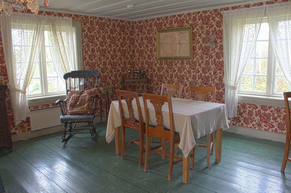 בית קלאסי, 2 חדרי שינה, סאונה, נוף לנהר - אזור אוכל בחדר