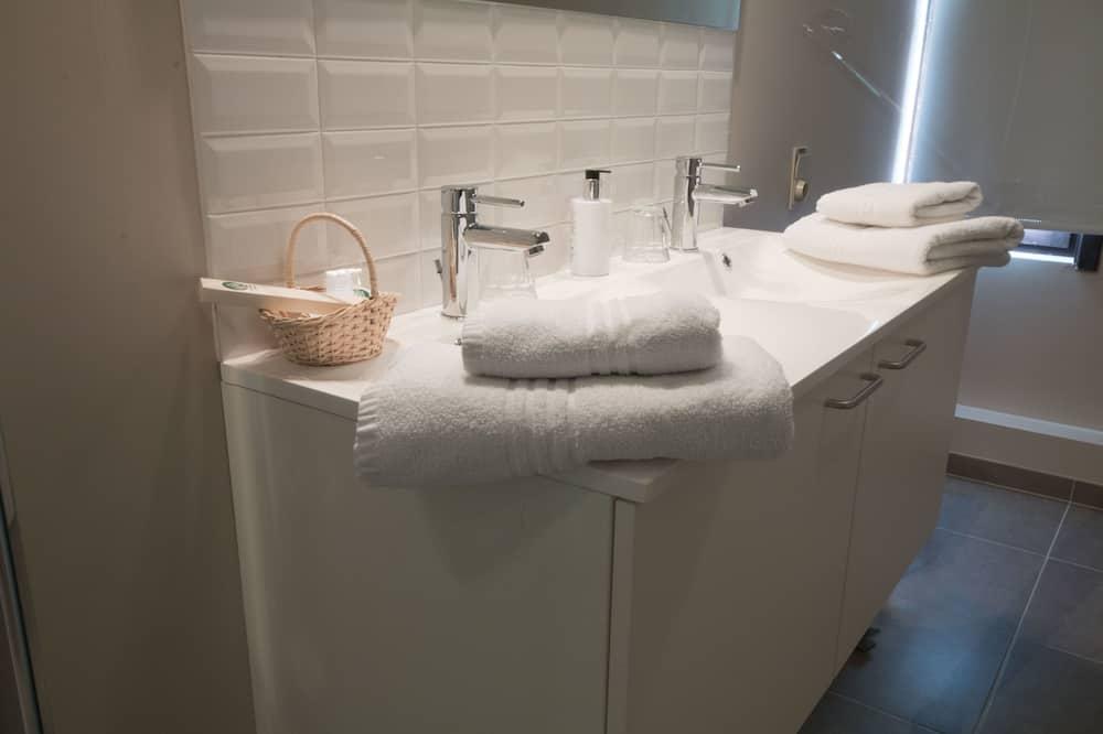 Doppelzimmer - Waschbecken im Bad