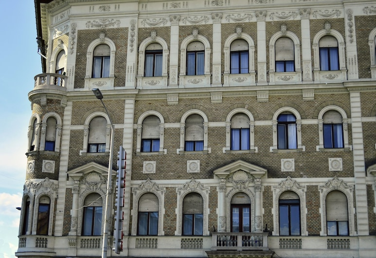 SOUS44, Budapeste, Fachada do Hotel