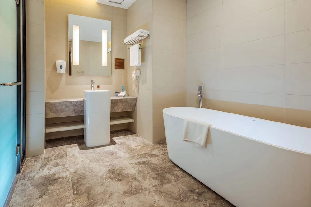 Suite, Sea View (Holiday Inn Express) - Bathroom