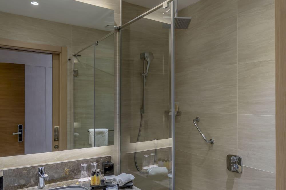 Club Suite, 1 King Bed (Sofa, JNR, SMK) - Bathroom