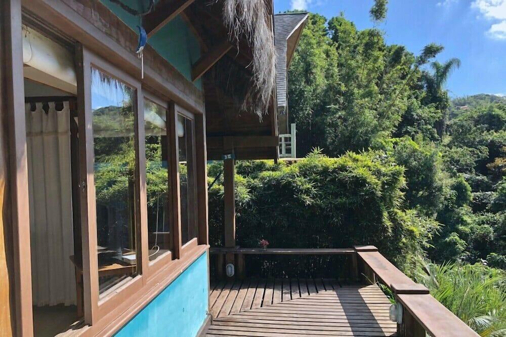 Traditional Duplex, 2 Bedrooms, 2 Bathrooms, Garden View - Living Area