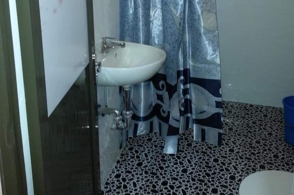 Kolmen hengen huone (with Bathroom 1) - Kylpyhuone