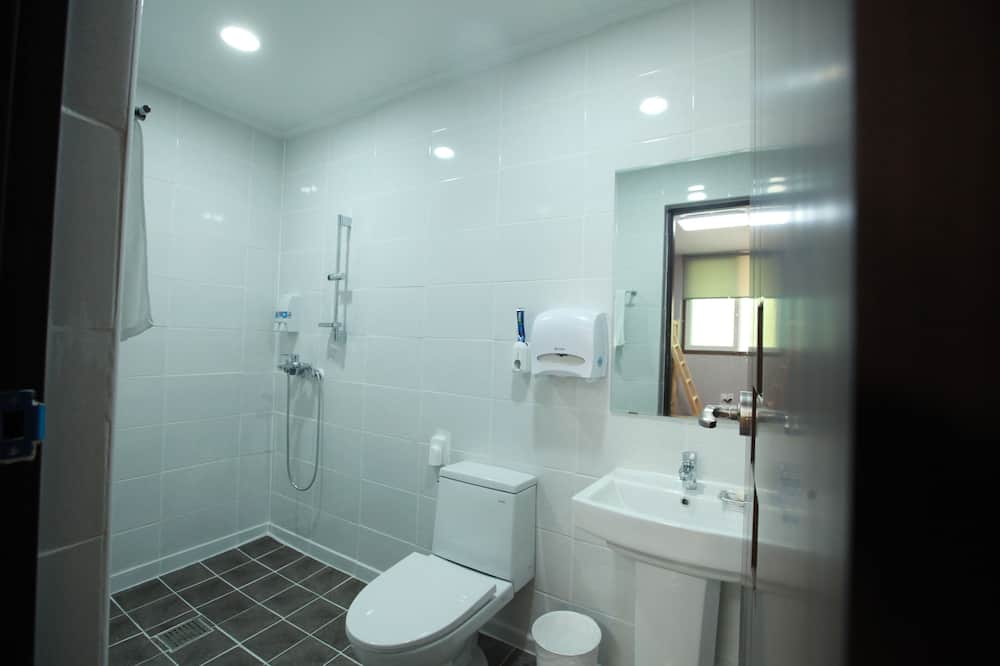 Shared Dormitory, Men only (4 Beds) - Bathroom