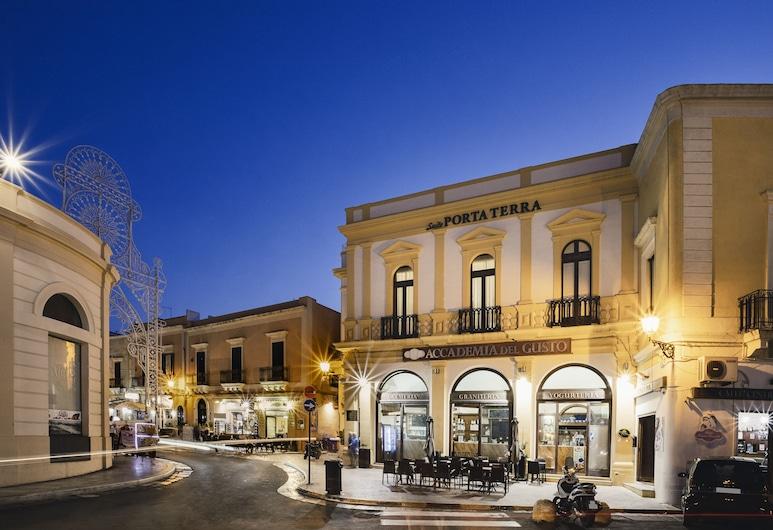 Suite Porta Terra, Gallipoli, Entrada del hotel (tarde o noche)