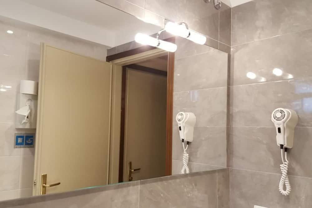 Einzelzimmer, Balkon - Badezimmer