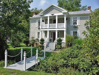 Picture of Frog Hollow Bed and Breakfast in Lexington