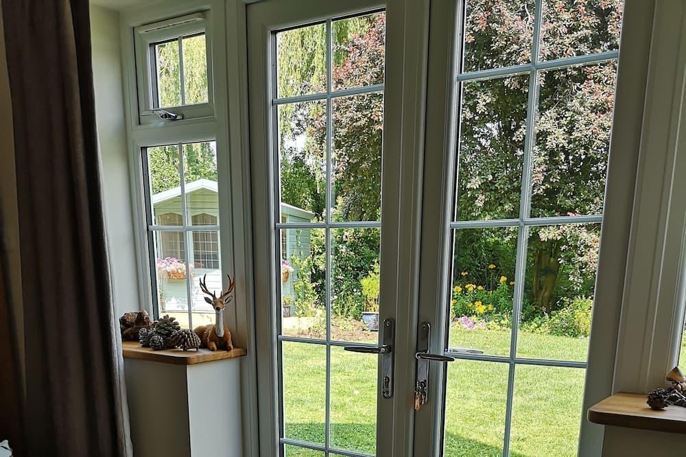 Dobbeltværelse med dobbeltseng eller 2 enkeltsenge - udsigt til have - Værelse