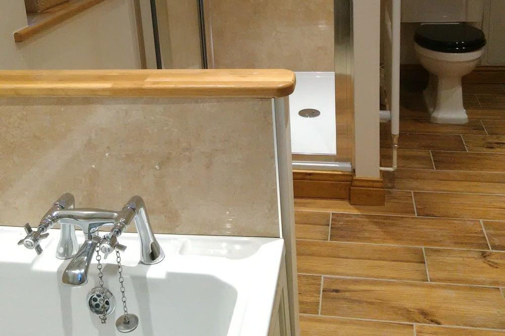 Deluxe-værelse til 3 personer - udsigt til have - Badeværelse