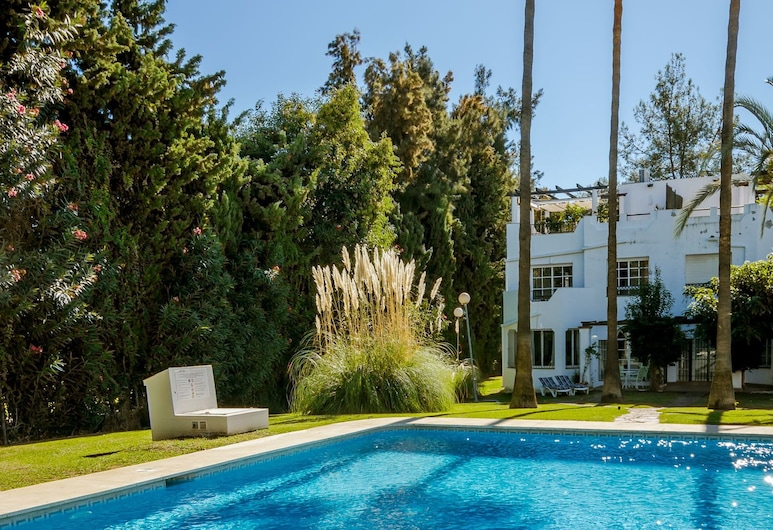 SE-Spacious townhouse in Nueva Andalucia Roomservice, Marbella, Outdoor Pool