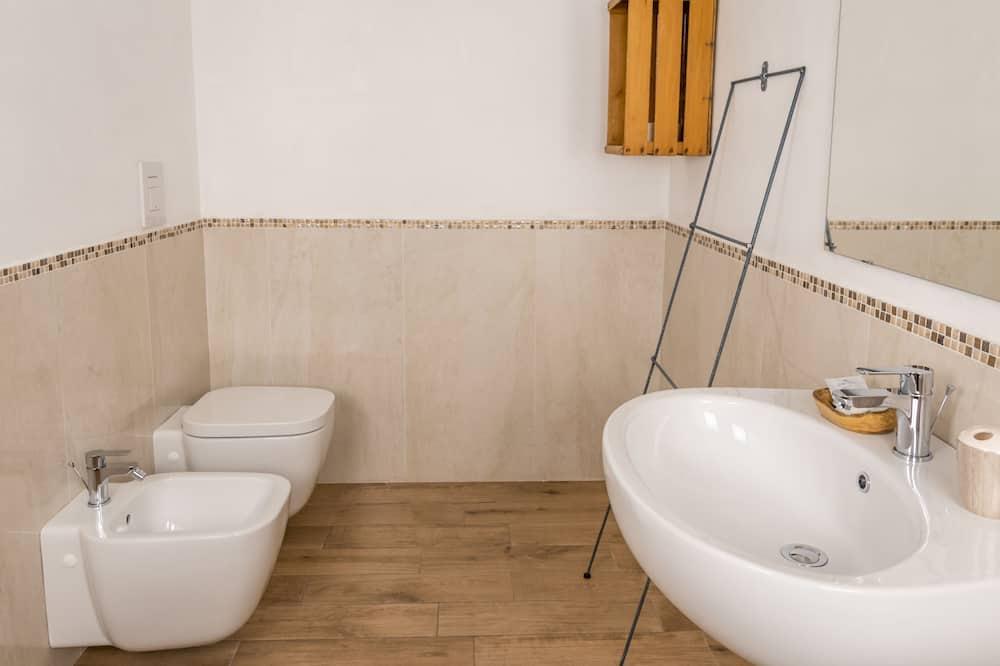 Family Τετράκλινο Δωμάτιο, 1 Queen Κρεβάτι με Καναπέ-Κρεβάτι, Ιδιωτικό Μπάνιο - Μπάνιο