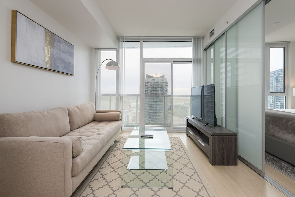 Executive Suite, 1 Bedroom, Kitchen, Lake View - Living Area