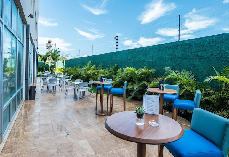 Hampton by Hilton Santo Domingo Airport, Boca Chica, Terraza o patio