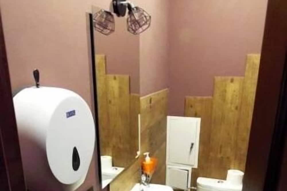 Gemeinsamer Schlafsaal, Gemischter Schlafsaal, eigenes Bad (14 beds) - Badezimmer