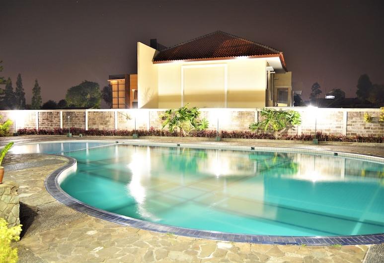 ZEN Rooms Basic Cipanas Km.78, Cipanas, Vanjski bazen