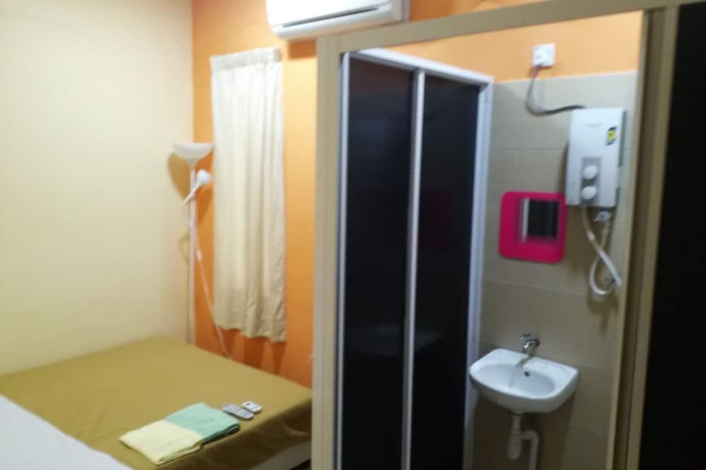Pokój dwuosobowy typu Deluxe, Łóżko queen - Prysznic