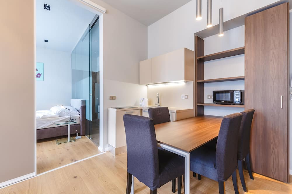Premium Apartment, 1 Bedroom, Kitchenette, River View (40 sqm) - Living Area