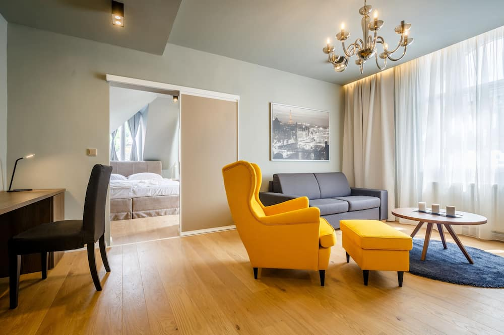 Premium Apartment, 1 Bedroom, Kitchenette, River View (55 sqm) - Living Area