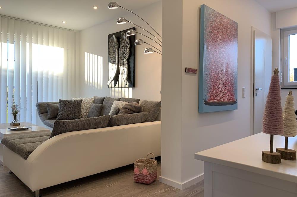 شقة - بشرفة - في الطابق الأرضي - منطقة المعيشة