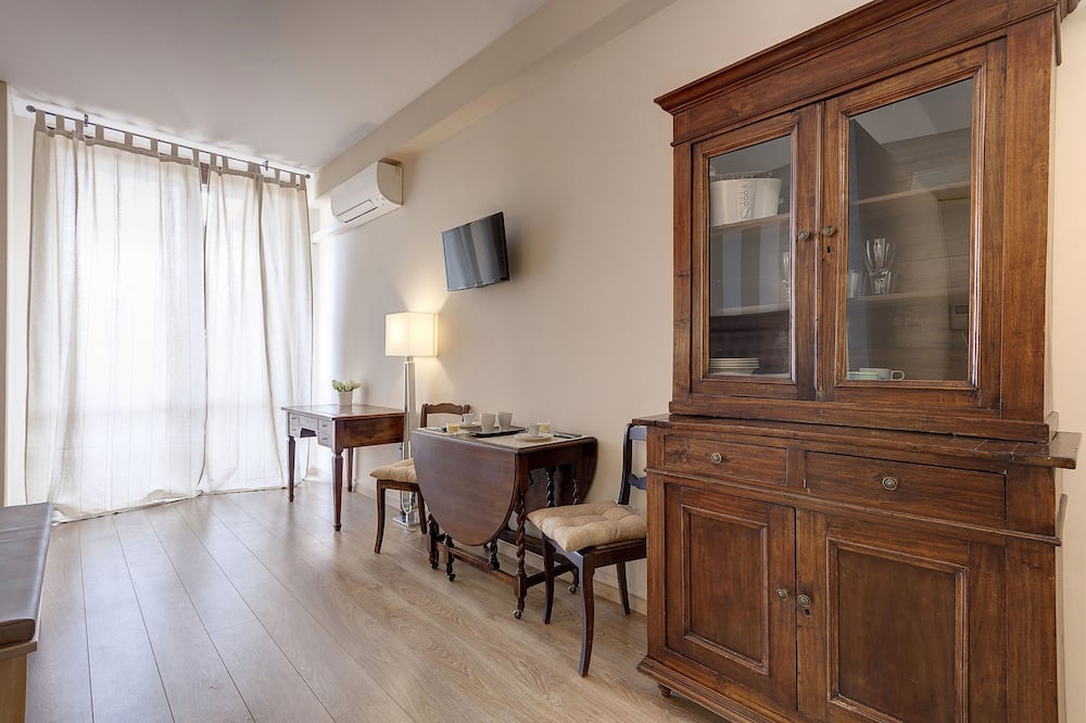 Studio (Via Ricasoli 8, Florence) - Living Area