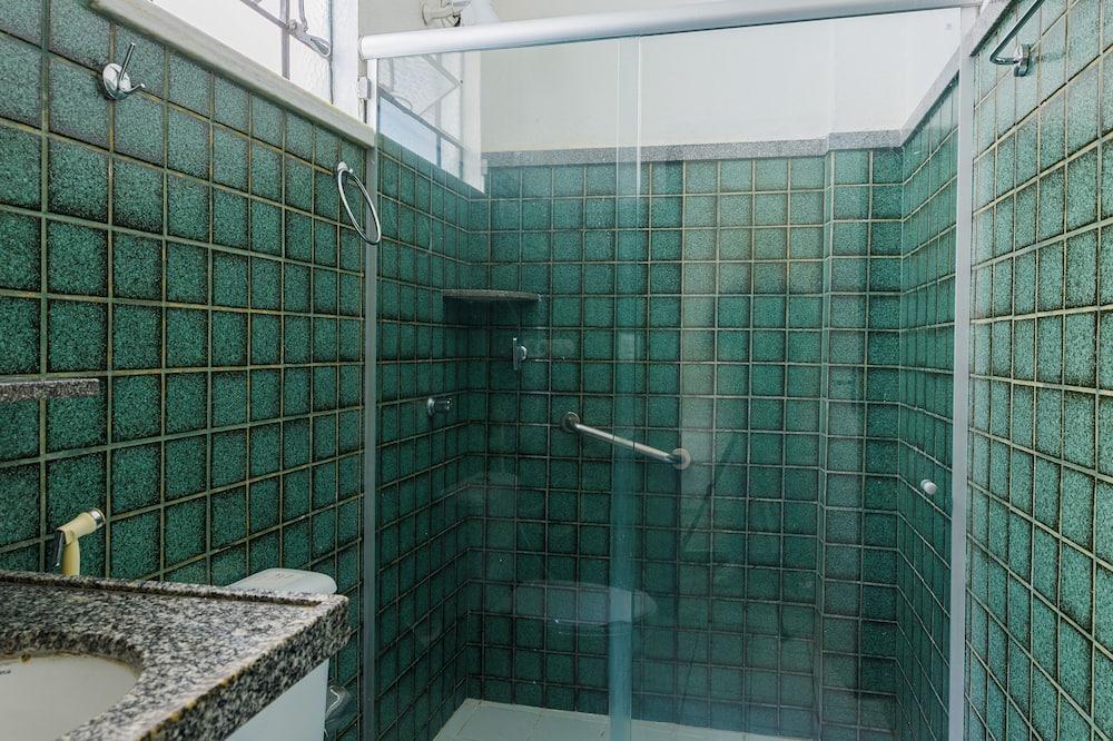 Standard Triple Room, Multiple Beds - Bathroom