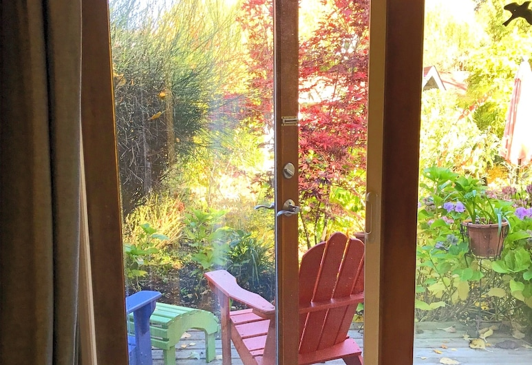 Wisteria Guest House, Salt Spring Island, Double Room, 1 Queen Bed, Patio, Garden View, Guest Room View