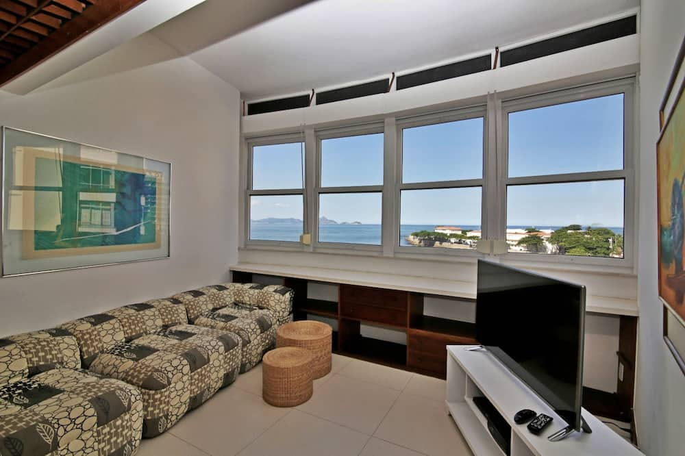 Apartment (I001) - Living Room