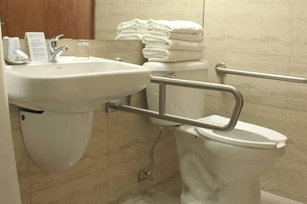 傳統雙人房單人入住, 1 張標準雙人床 - 浴室