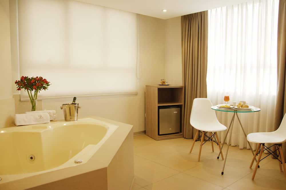 Numeris verslo klientams, 1 labai didelė dvigulė lova - Sūkurinė vonia