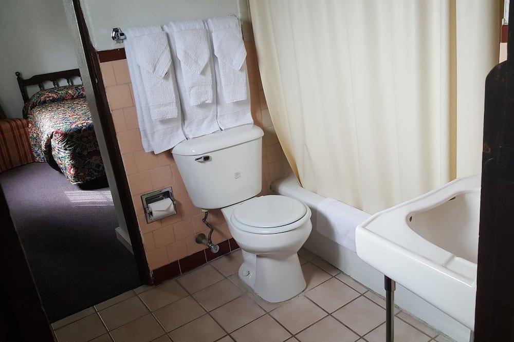 Chambre Familiale, 2 grands lits, non-fumeurs - Salle de bain