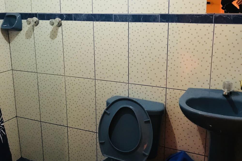 Chambre Quadruple Familiale, salle de bains privée - Salle de bain