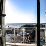 Panoramic Tek Büyük Yataklı Oda, 2 Yatak Odası, Mutfak, Plaj Manzaralı - Balkon