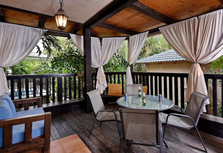 עדנ'ס בוטיק, חד נס, סוויטה מעוצבת, חדר שינה אחד, אמבט זרמים, לצד האגם, מרפסת/פטיו