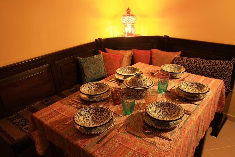 Romantisches Apartment, 2Schlafzimmer, Stadtblick - Essbereich im Zimmer