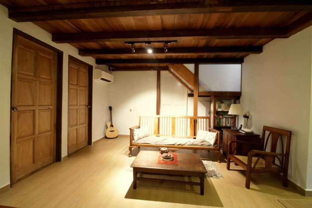 House (3 Bedroom and 1 Master Bedroom) - Vardagsrum