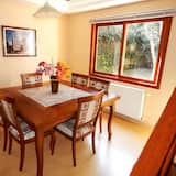 Deluxe House, 3 Bedrooms - In-Room Dining