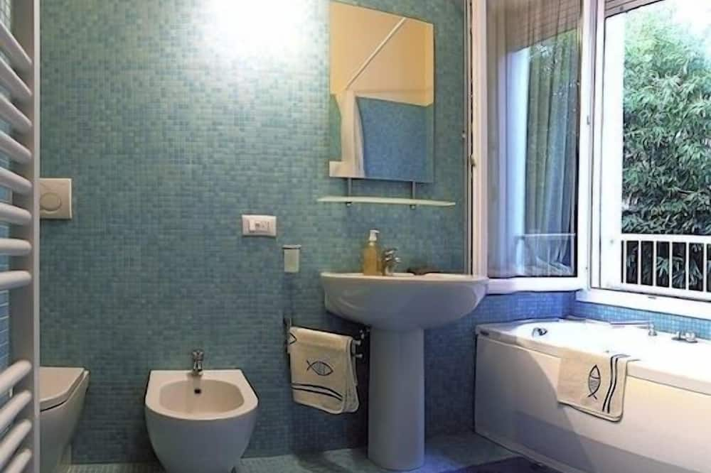 Superior Double Room, Jetted Tub - Bathroom