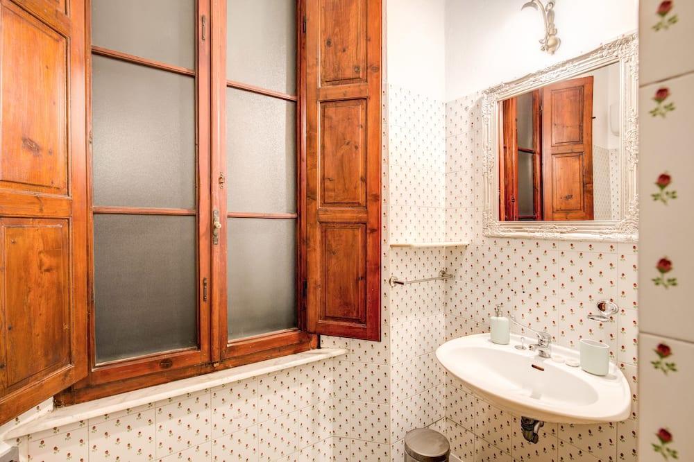Pokoj Classic s dvojlůžkem, dvojlůžko (180 cm) (External bathroom) - Koupelna