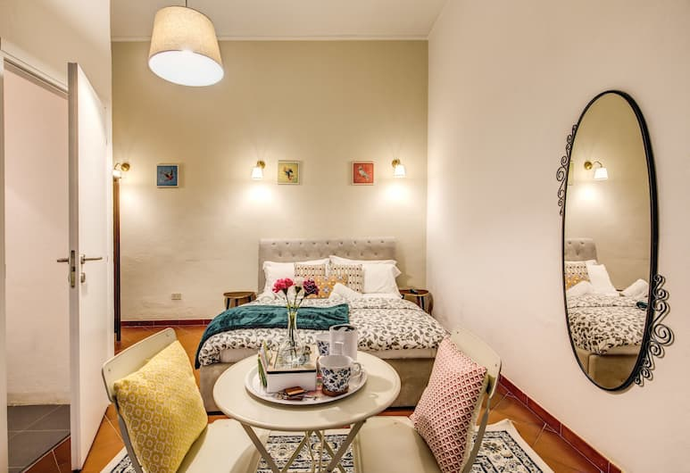 AwesHome - Tower GuestHouse, Pisa, Comfort Double Room, 1 Queen Bed, Private Bathroom, Guest Room