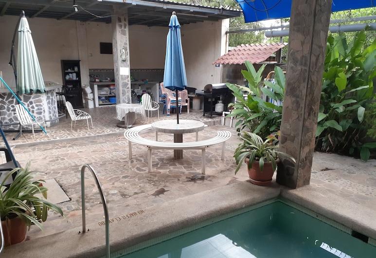 Hostal Ruinas de San Sebastian - Hostel, Leon, Terrace/Patio